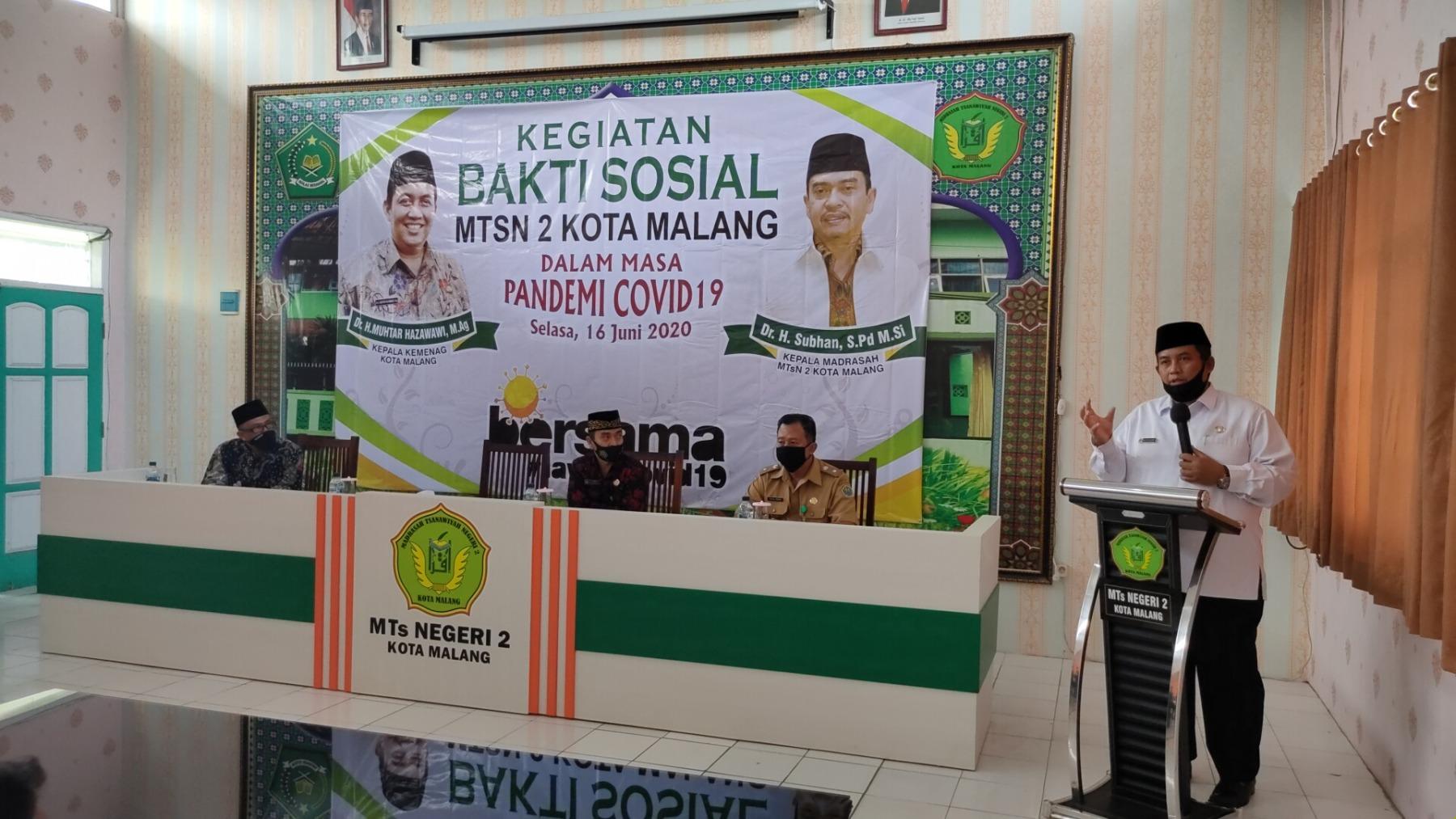 1.-Sambutan-Kepala-kantor-kementerian-agama-Dr.-H.-Muhtar-Hazawawi-M.Ag-Dalam-Acara-Bakti-Sosial-di-MTsN-2-Kota-Malang